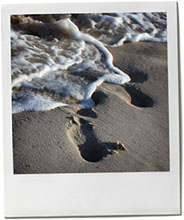 Footsteps in the sand to illustrate Hamtpons beach recipes